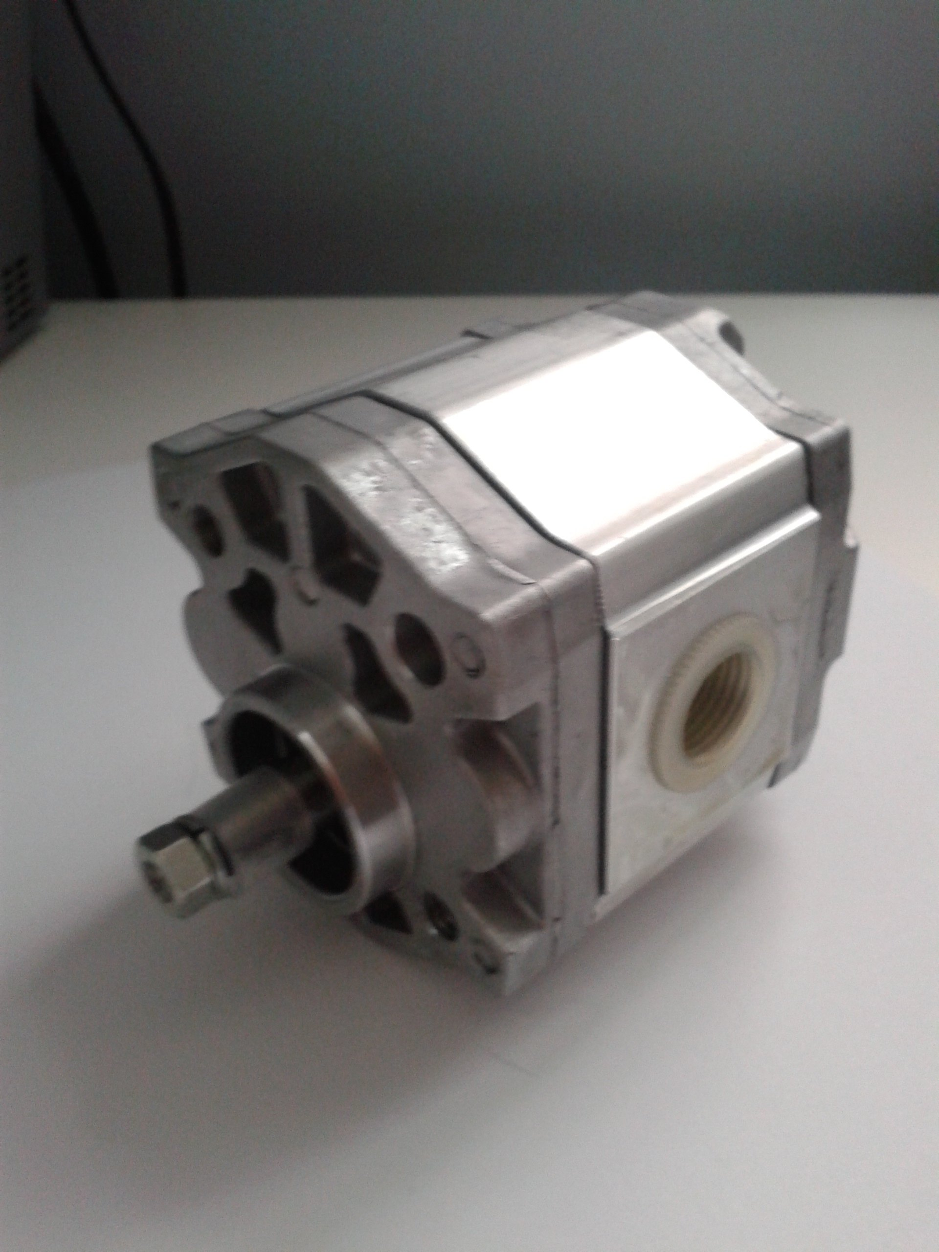Damcos-Danfoss-Gear-Pump-320-1251-1-1